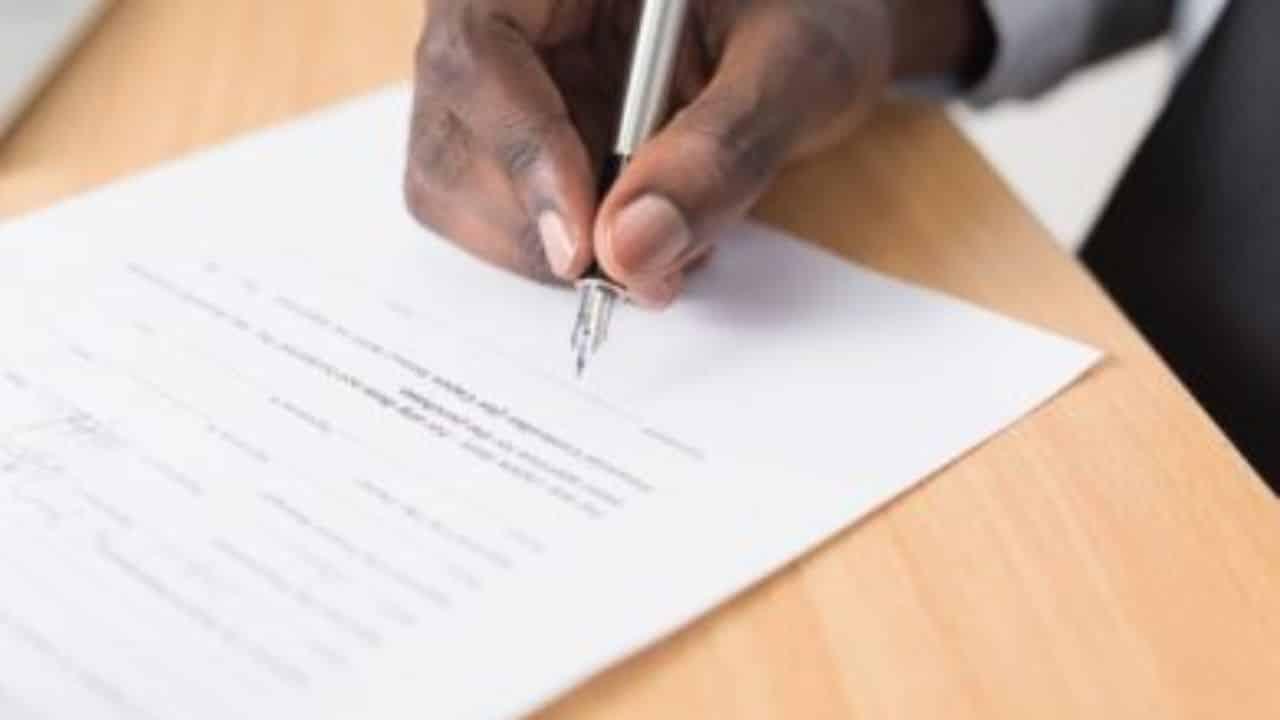 how to write an affidavit 390x260 1 1